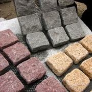 Net-mashed cobble paver